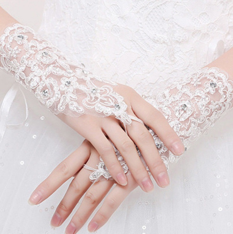 Wedding Jewelries You Must Have gloves