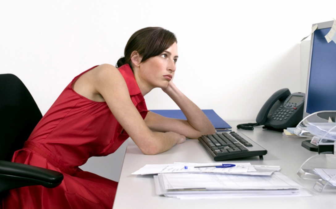 5 Ways Your Office Job is Ruining Your Body - Bad posture