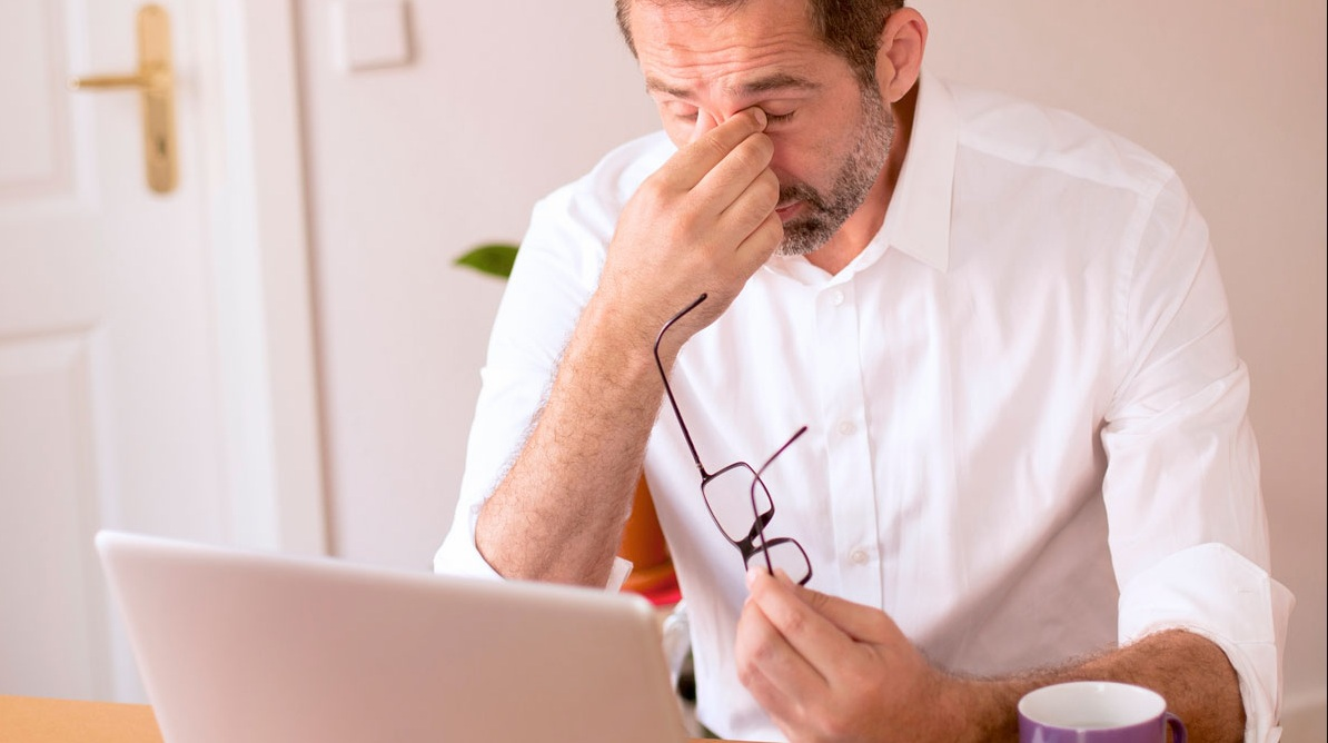 5 Ways Your Office Job is Ruining Your Body - Eye Strain